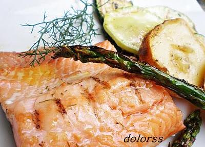 Salmón salvaje con verduras a la brasa