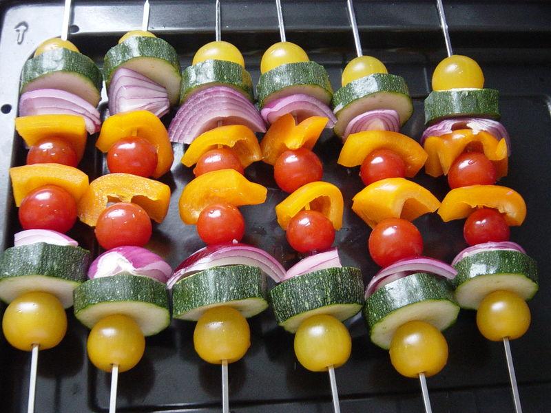 Frutas y hortalizas a la parrilla - brochetas de hortalizas