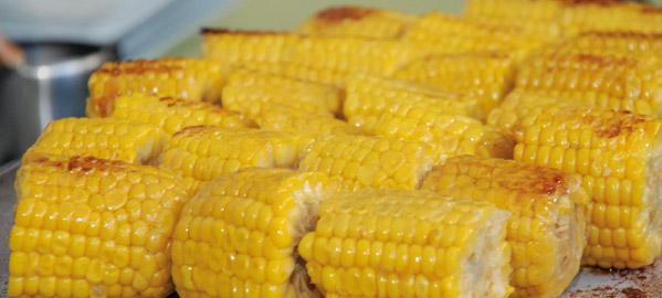 Frutas y hortalizas a la parrilla - maiz troceado