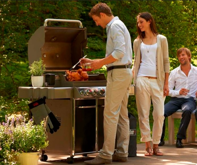 Barbacoa Weber Gas Summit S-670 - cocinando pollo