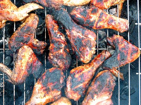 Barbacoa preguntas frecuentes - pollo mal asado con partes carbonizadas