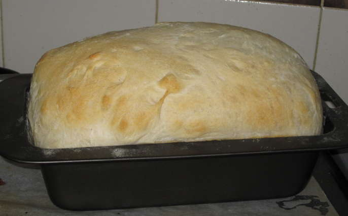 Utilizar la barbacoa para hacer pan con un molde
