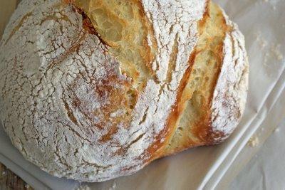 Una buena forma de disfrutar de pan con sabor es Utilizar la barbacoa para hacer pan