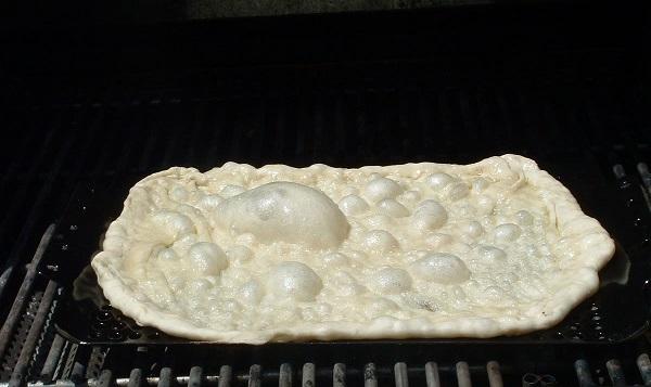 Utilizar la barbacoa para hacer pan y conseguir más sabor