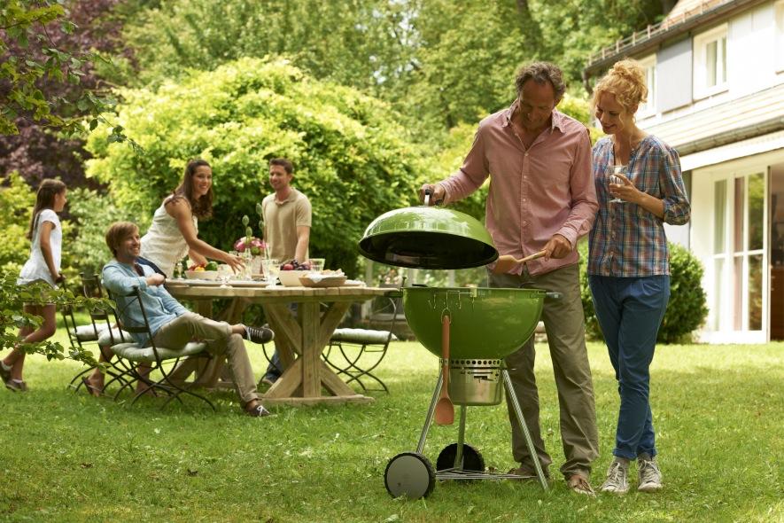 Barbacoa Weber One Touch Premium 57 para comida en familia