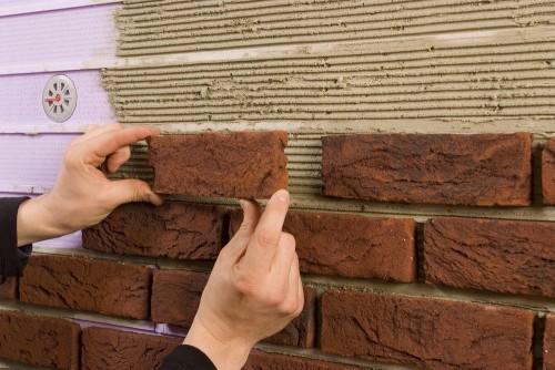 Aislamiento de muros: Acabado de recubrimiento con imitación de piedras
