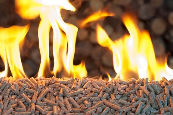 Pellet como combustible imagen de pellet ardiendo