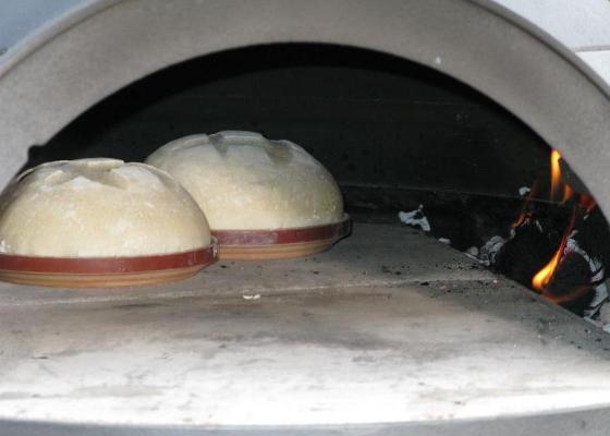 Haciendo pan en el Horno Invicta Le Goustaou