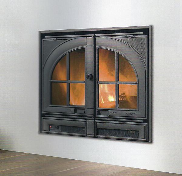 Vista frontal de la Casete Lacunza Abodi puerta cerrada